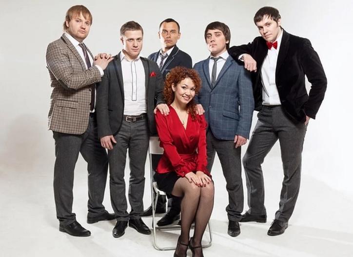 Команда шоу ИГРА «Союз» – классическая команда КВН «Союз», авторы и участники шоу «Студия СОЮЗ» на телеканале «ТНТ», участники первого сезона шоу.